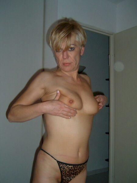 Adopte une femme sexy mignonne