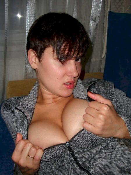 Chienne sexy dominatrice pour coquin qui est docile