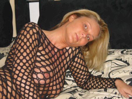 Femme adultère soumise pour gars qui apprécie la domination souvent disponible