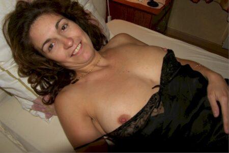 Femme mature coquine docile pour gars qui apprécie la domination